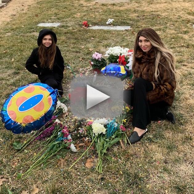 Farrah abraham at derek underwoods grave