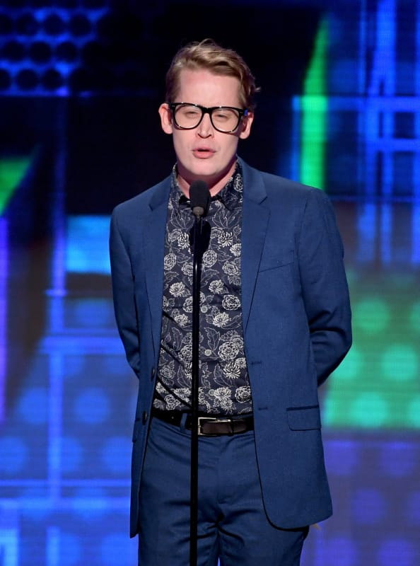 Macaulay culkin presents at the 2018 american music awards