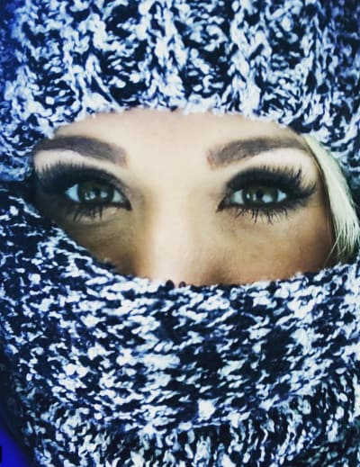 Carrie Underwood Keeps Warm