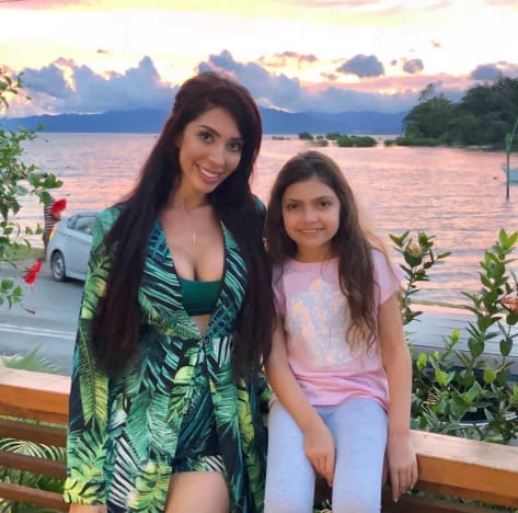 Farrah and Sophia in Fiji