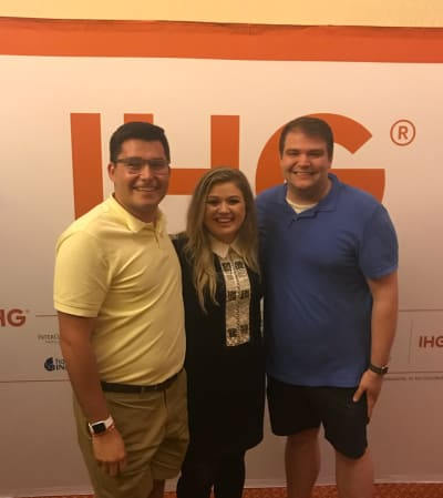 Kelly Clarkson Helps Fans Get Engaged