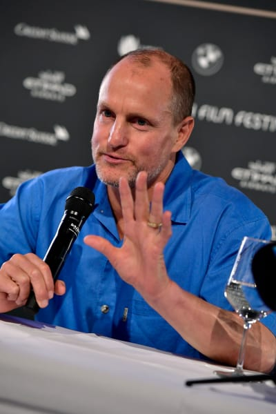 Woody Harrelson Chats with Fans