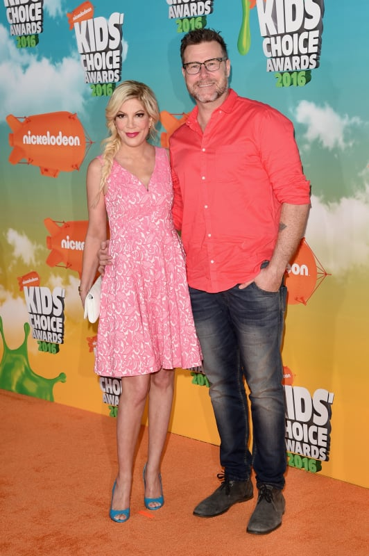 Tori spelling and dean mcdermott 2016 nickelodeon kids choice aw