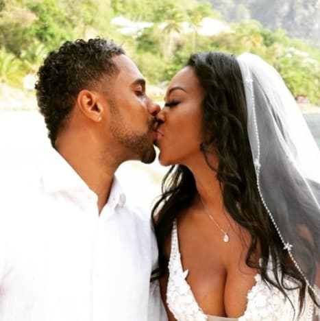 Marc Daly and Kenya Moore, Wedding Kiss