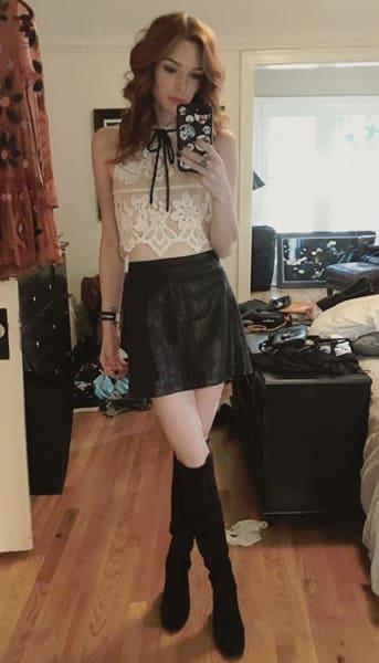 Chloe Dykstra, Mirror Selfie