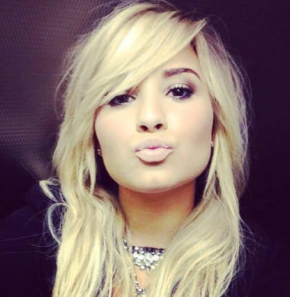 Demi Lovato New Hair Color 2013 pics