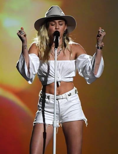 Miley Cyrus Billboard Music Awards Performance