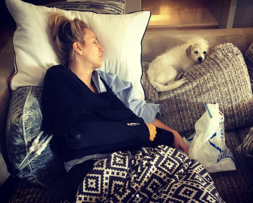 Kaley Cuoco Recovers from Surgery