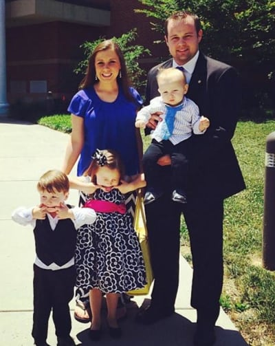 Josh and Anna Duggar with Family