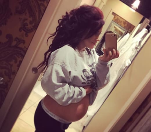 Chelsea Houska: Pregnant on Instagram