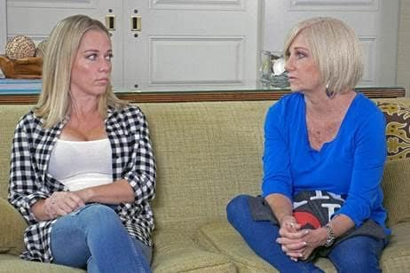 Kendra Wilkinson, Mom