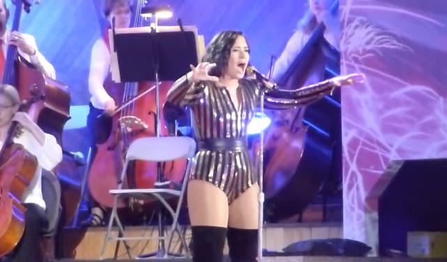 Demi lovato sings purple rain