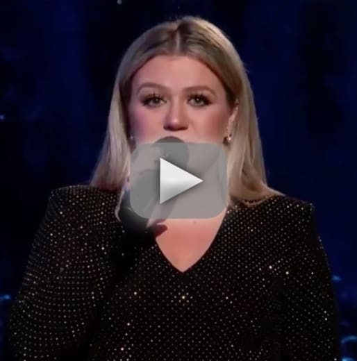 Kelly clarkson makes emotional plea for gun control to open bill