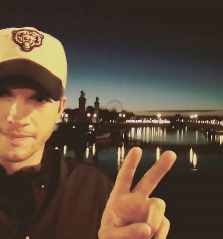 Ashton Kutcher, Selfie in Paris