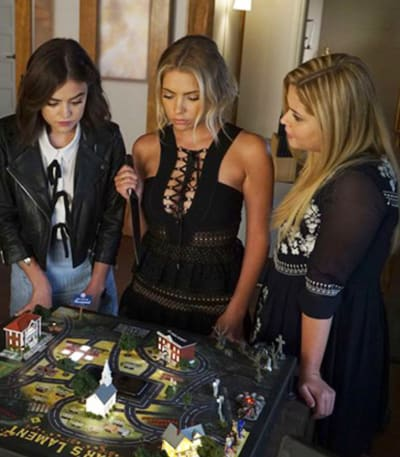 Pretty Little Liars Final Season Scene