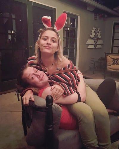Paris Jackson and Macaulay Culkin, Cuddling