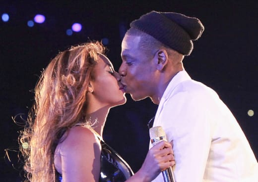 Beyonce and Jay Kiss
