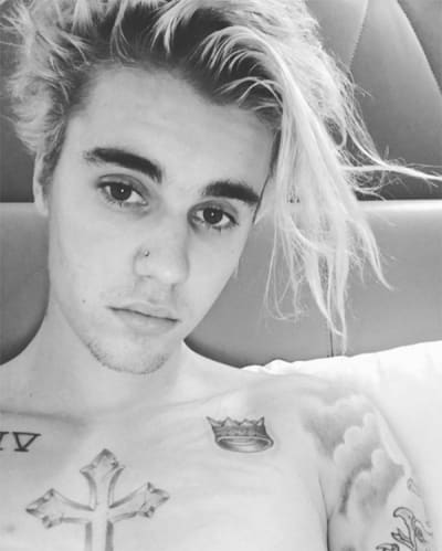 Justin Bieber shows off nose ring