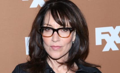 Katey Sagal Cast as Artie's Mom on Glee!