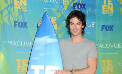 Teen Choice Awards Fashion Face-Off: Battle of the Pretend Vampires!