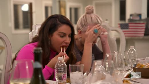 RHONJ s11e13: Jennifer Aydin eats sushi awkwardly