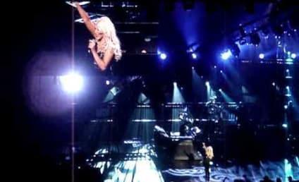 Christina Aguilera Shakes Off Divorce, Performs in Las Vegas