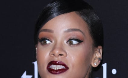 Rihanna Topless Sexting Pics: Leaked, Hot!
