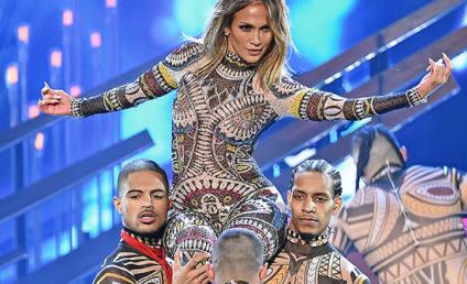 Jennifer Lopez Opens 2015 AMAs in (DANCE) Style!