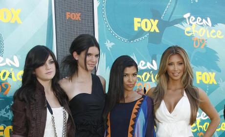 Kylie Jenner, Kendall Jenner and Kim Kardashian: 2009 Teen Choice Awards