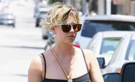 Kaley Cuoco Shows Off Toned Abs
