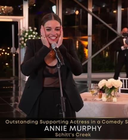 Annie Murphy gana el premio a la mejor actriz de reparto