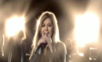 Happy 30th Birthday, Kelly Clarkson!