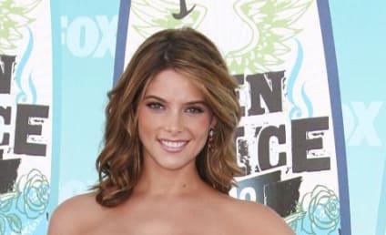 Teen Choice Awards Fashion Face-Off: Ashley Greene vs. Selena Gomez