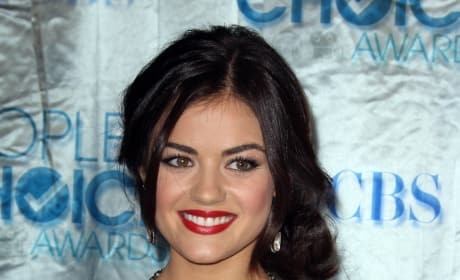 Which Pretty Little Liars star looked best at the People's Choice Awards?