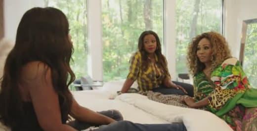 Kenya Moore Speaks to Kandi Burruss and Cynthia Bailey