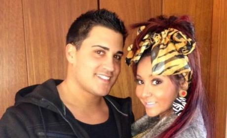 Snooki, Jionni LaValle Engaged!