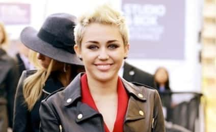 Miley Cyrus: Spotted with Mystery Man!