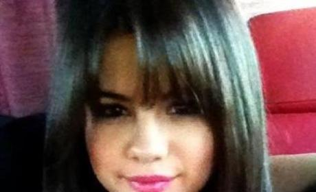 Do you prefer Selena Gomez with bangs or without bangs?