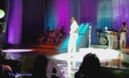R. Kelly Sings for Security [Video]