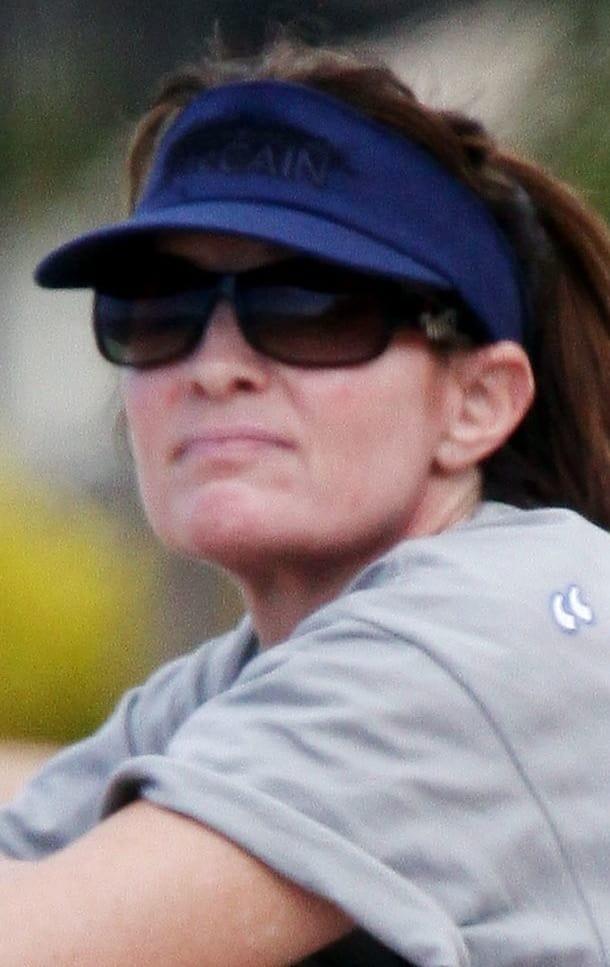 Sarah Palin Goes Rogue Scribbles Out John Mccain S Name