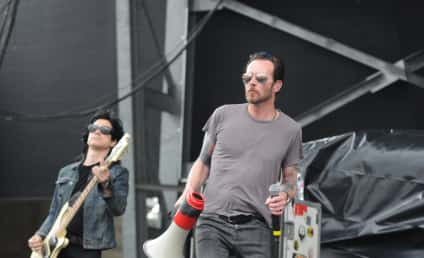 "Scott Weiland's Ex-Wife: Don't ""Glorify"" His Death!"