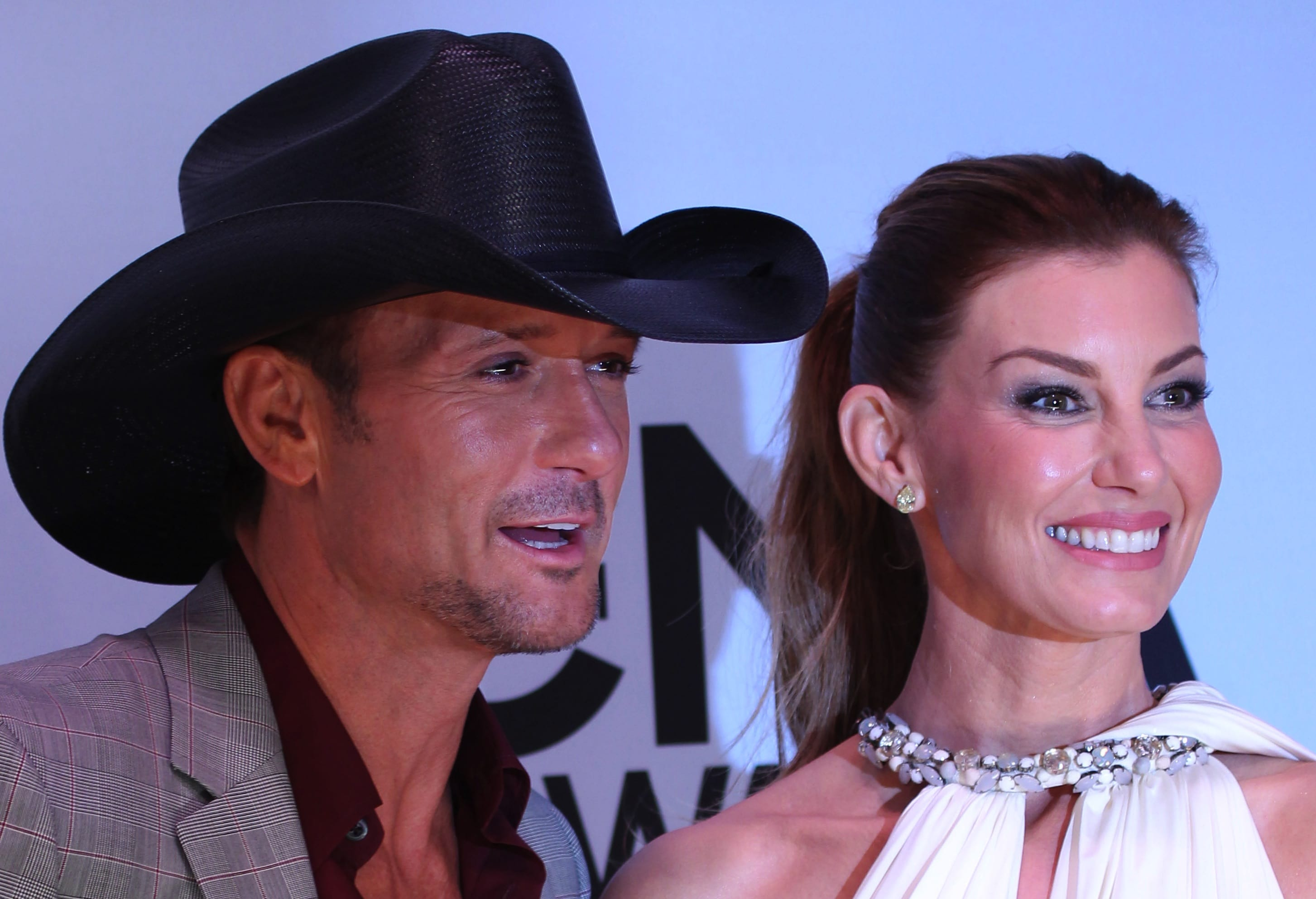 Watch 5 Juicy Questions for Tim McGraw video