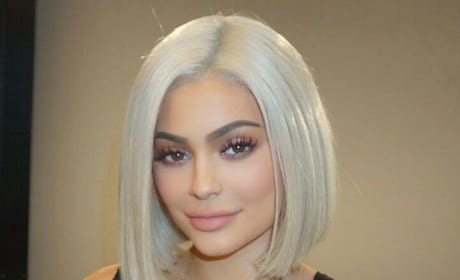 Kylie Jenner: Blonde, Again