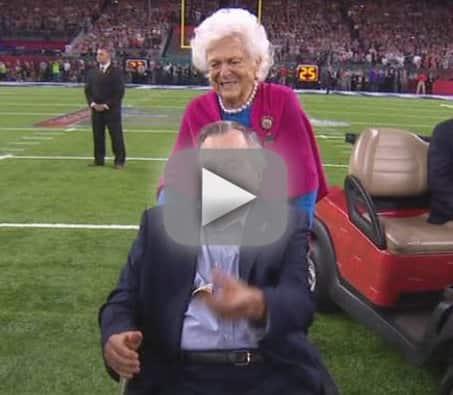 George hw bush gets huge ovation for super bowl coin toss