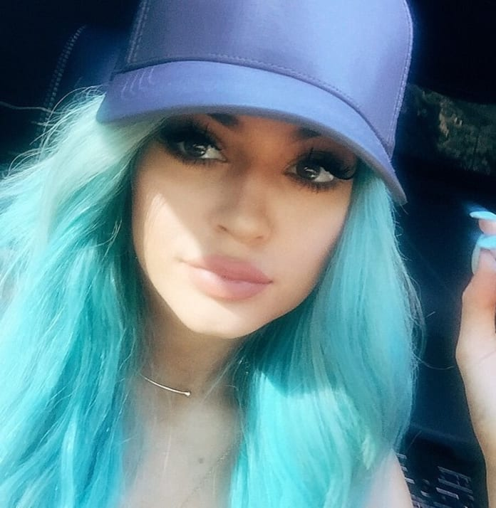Kylie Jenner Turquoise Hair Photo The Hollywood Gossip