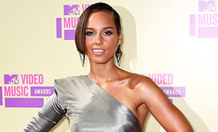 Alicia Keys: Nude, Pregnant, Pushing for World Peace