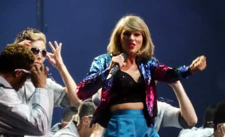 Taylor Swift: Crazed Fan Tries to Attack Singer on Stage! WATCH!