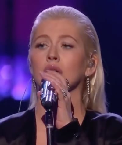Christina Aguilera Performs at AMAs