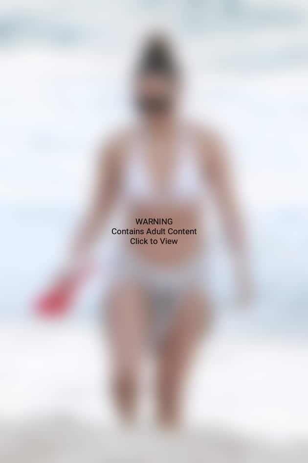 Jennifer Lopez Bikini Photo