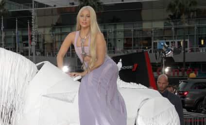 American Music Awards: Taylor Swift Wins Big, Lady Gaga Arrives on Horse